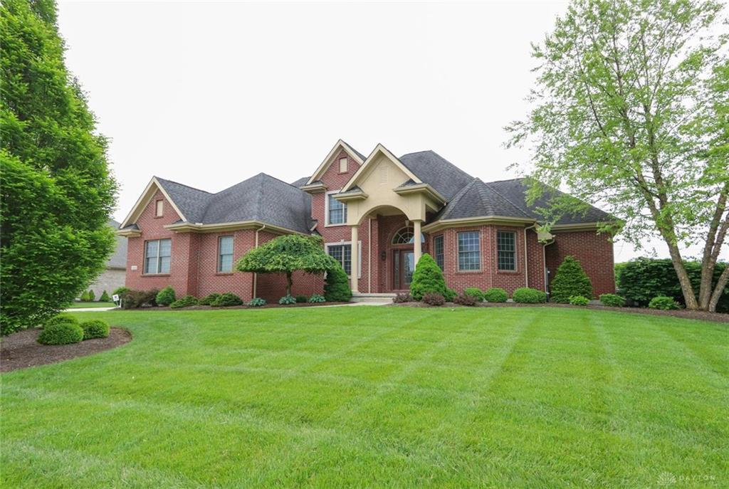 Photo of home for sale at 1416 Ashbury Park Place, Washington Twp OH