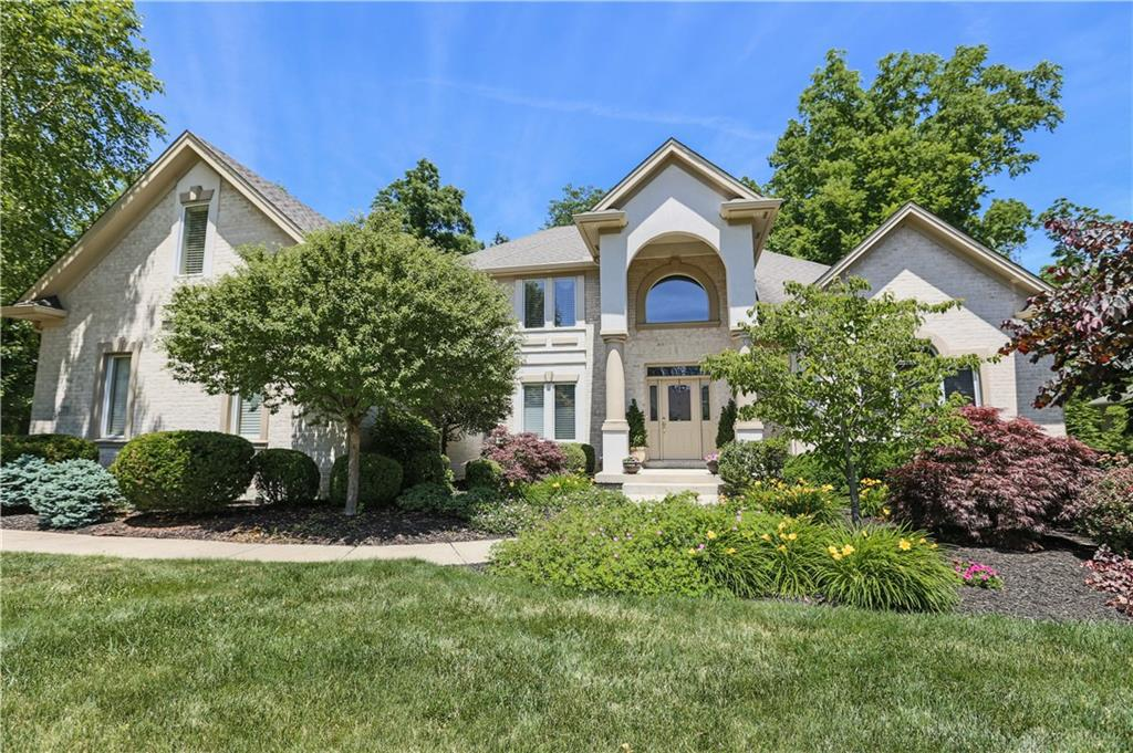 Photo of home for sale at 371 Yankee Trace Drive, Centerville OH