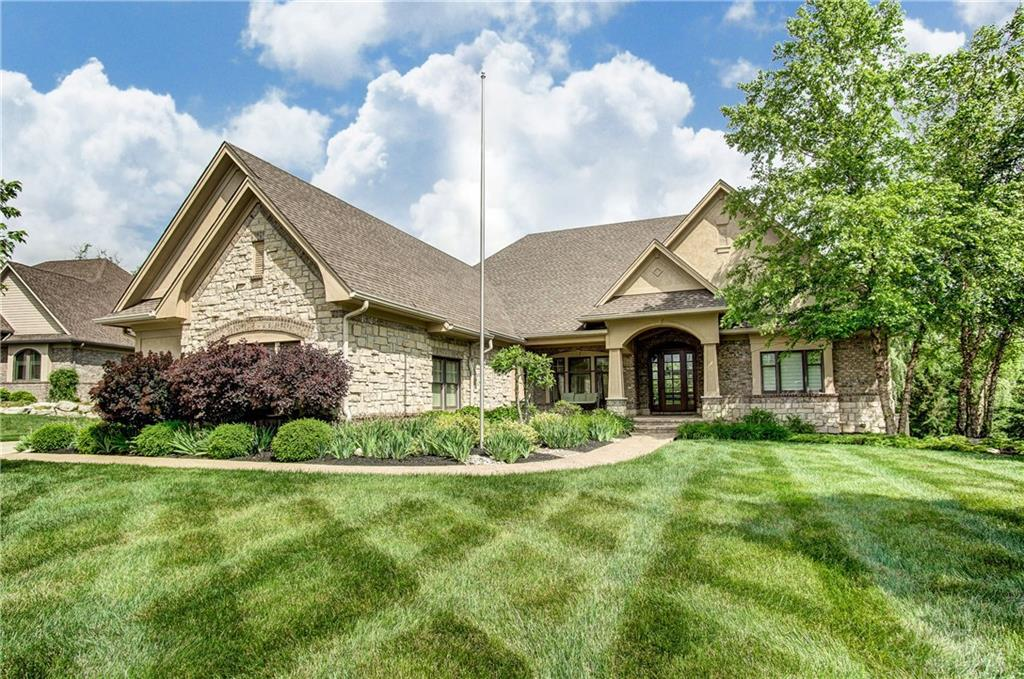Photo of home for sale at 9433 Ridings Boulevard, Centerville OH