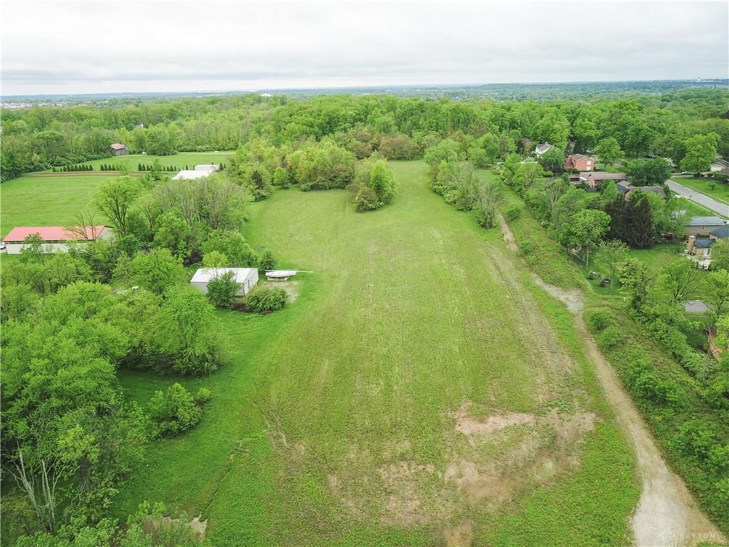 Photo of home for sale at 10165 Dayton Lebanon Pike, Dayton OH