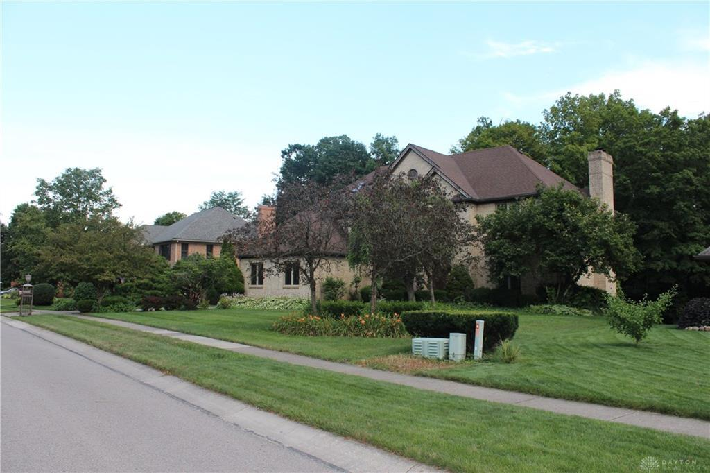 Photo of home for sale at 2156 Baldwin Drive, Centerville OH