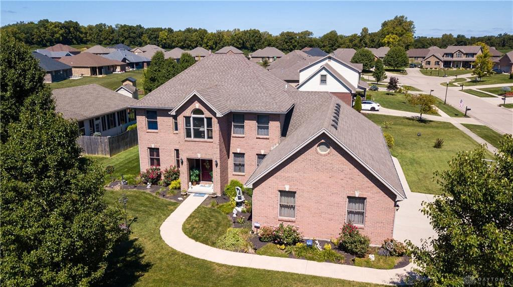 Photo of home for sale at 201 Quail Run Court, Carlisle OH