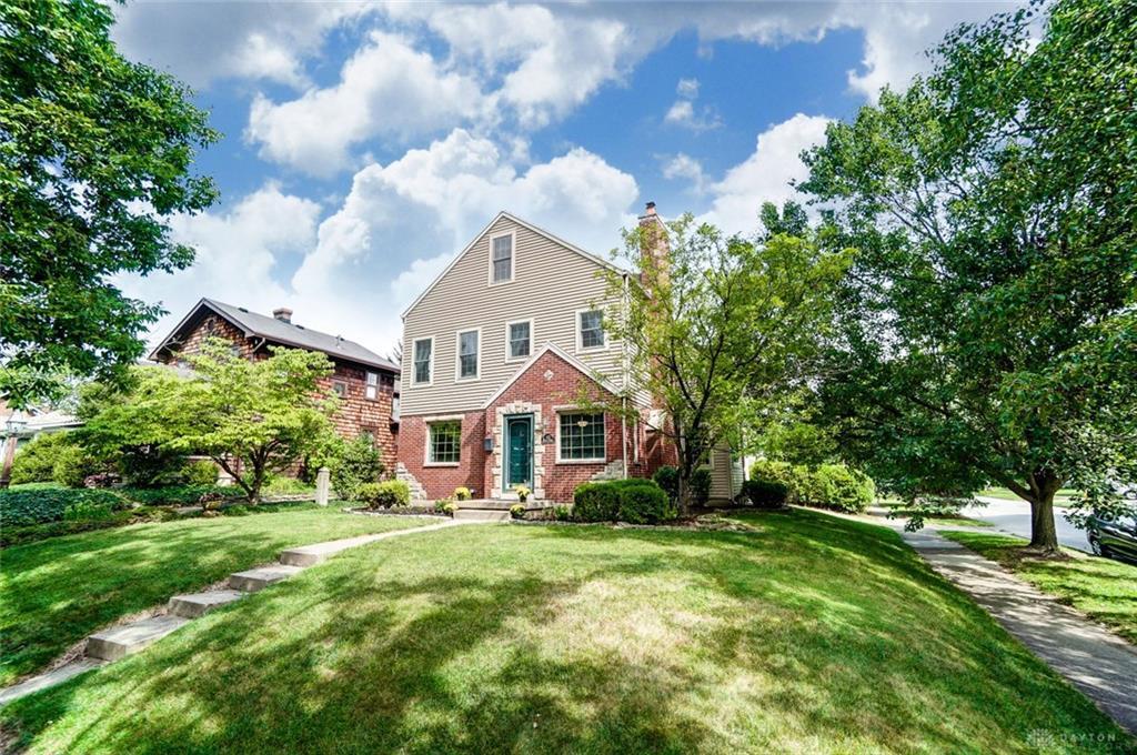 Photo of home for sale at 355 Corona Avenue, Oakwood OH