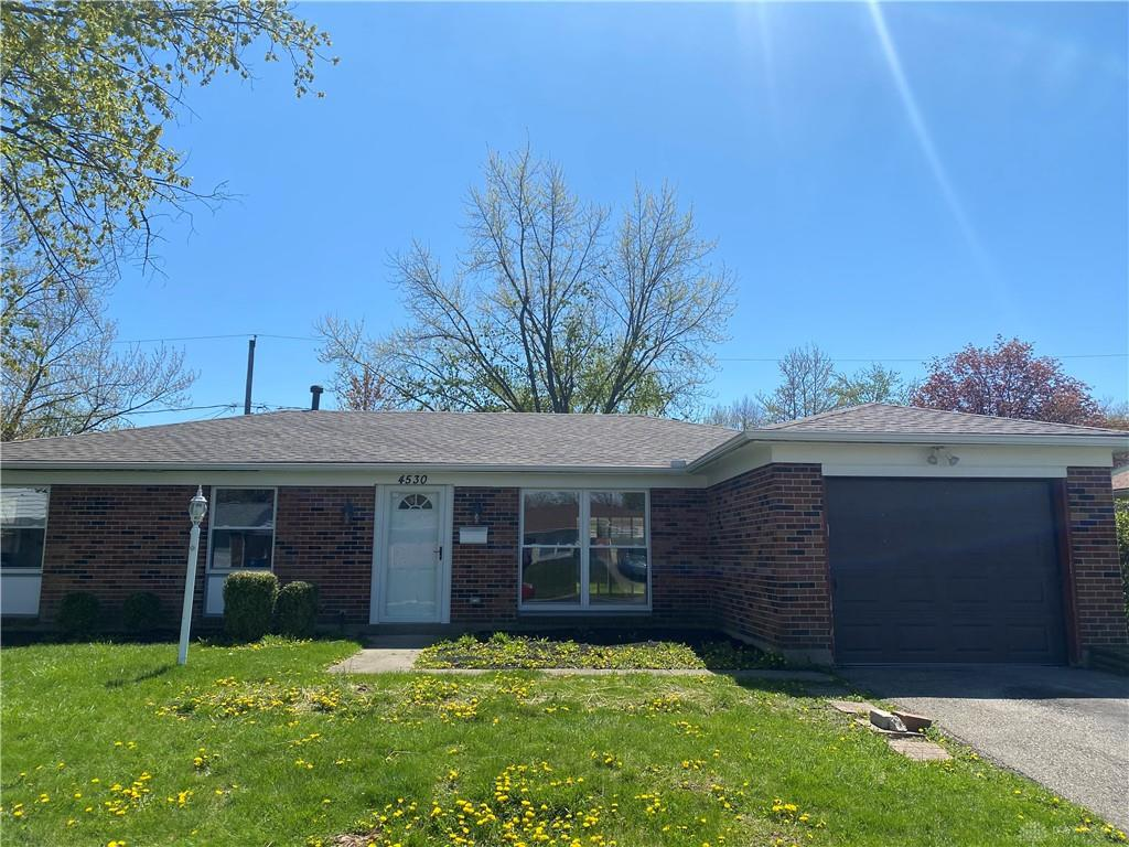 Photo of home for sale at 4530 Penhurst Place, Dayton OH