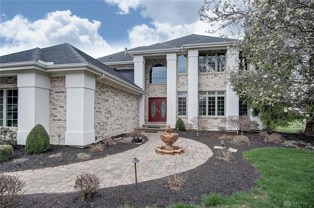 Photo of home for sale at 9467 LANTERN Way, Centerville OH
