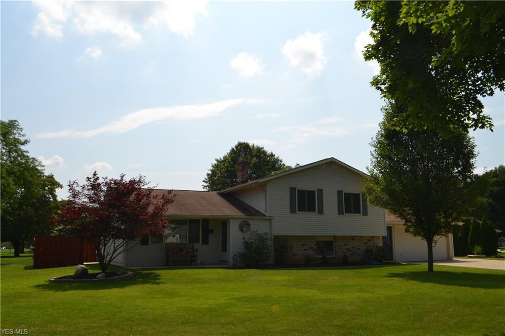 Photo of home for sale at 25259 Chase Drive, North Olmsted OH