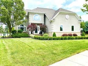 Property for sale at 383 N Stonehaven Drive, Highland Heights,  Ohio 44143
