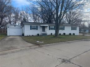 Property for sale at 32 Festival Drive, Olmsted Township,  Ohio 44138