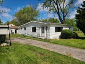 Property for sale at 582 Kenilworth Avenue, Sheffield Lake,  Ohio 44054