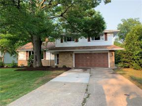 Property for sale at 5603 Lansbury Lane, Lyndhurst,  Ohio 44124