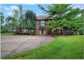 Property for sale at 10 Woodburn Drive, Moreland Hills,  Ohio 44022