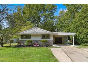 Property for sale at 568 Abbyshire Drive, Berea,  Ohio 44017