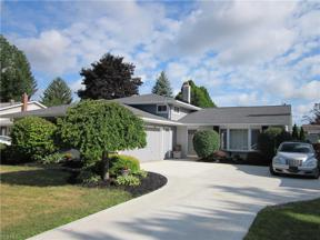 Property for sale at 23564 Cedarwood Lane, North Olmsted,  Ohio 44070