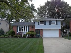 Property for sale at 6418 Surrey Drive, North Olmsted,  Ohio 44070