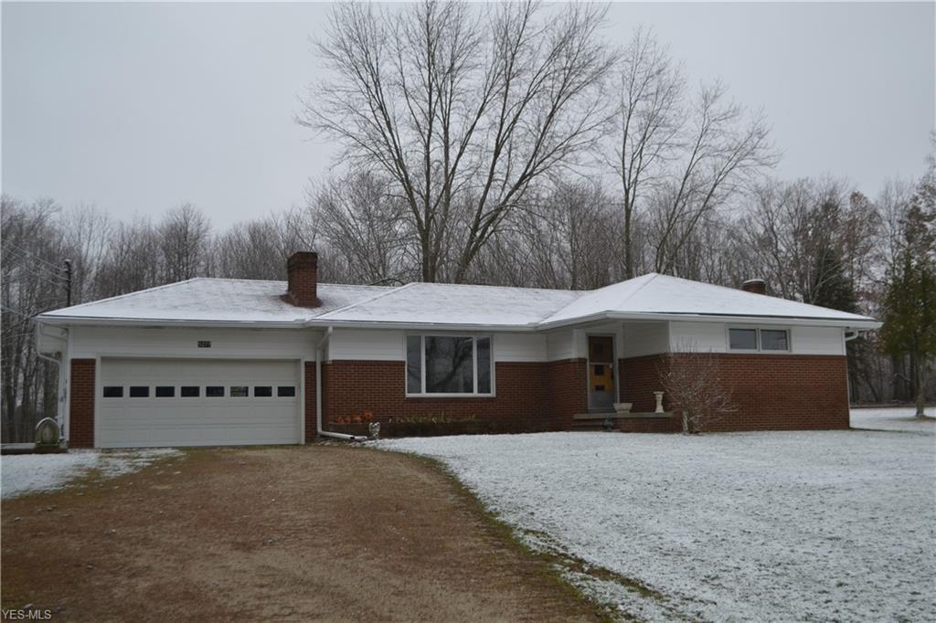 Photo of home for sale at 5277 Hattrick Road, Ravenna OH