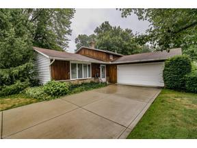 Property for sale at 8439 Brentwood Drive, Olmsted Falls,  Ohio 44138