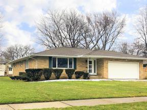 Property for sale at 898 E Meadowlawn Boulevard, Seven Hills,  Ohio 44131