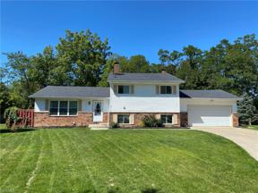 Property for sale at 5410 Dorothy Drive, North Olmsted,  Ohio 44070