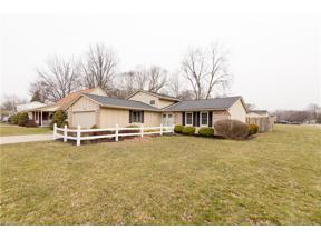 Property for sale at 8699 Brentwood Drive, Olmsted Township,  Ohio 44138