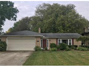 Property for sale at 6868 Chadbourne Drive, North Olmsted,  Ohio 44070