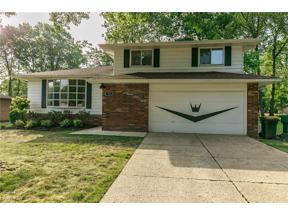 Property for sale at 922 E Parkleigh Drive, Seven Hills,  Ohio 44131