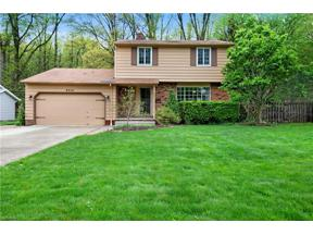 Property for sale at 8456 Brentwood Drive, Olmsted Falls,  Ohio 44138