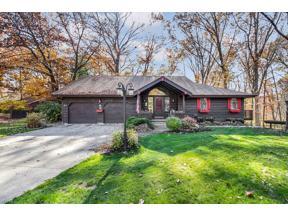 Property for sale at 31 Glen Oaks Lane, Berea,  Ohio 44017