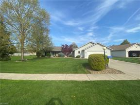 Property for sale at 8765 Mosswood Circle, North Ridgeville,  Ohio 44039