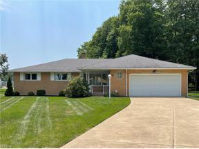 Property for sale at 812 Talford Drive, Seven Hills,  Ohio 44131