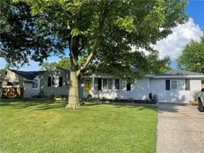 Property for sale at 829 Lake Breeze Road, Sheffield Lake,  Ohio 44054