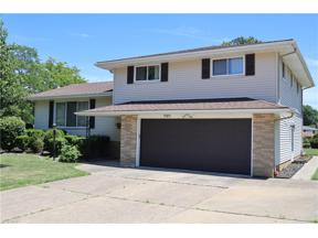 Property for sale at 5585 Chatham Drive, Seven Hills,  Ohio 44131
