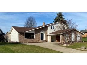 Property for sale at 7640 Walnutwood Drive, Seven Hills,  Ohio 44131