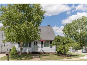 Property for sale at 950 Orchardview Avenue, Seven Hills,  Ohio 44131