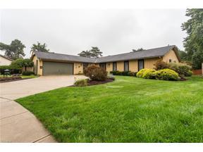 Property for sale at 696 Duxbury Drive, Berea,  Ohio 44017