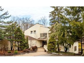 Property for sale at 10 Stonehill Lane, Moreland Hills,  Ohio 44022