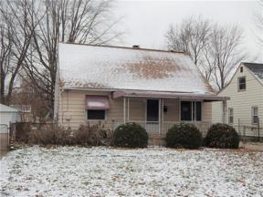 Property for sale at 926 Warwick Dr, Sheffield Lake,  Ohio 44054