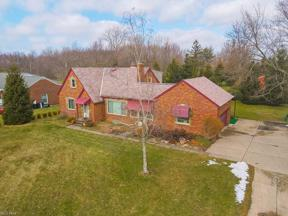 Property for sale at 13910 Shawnee Trail, Middleburg Heights,  Ohio 44130