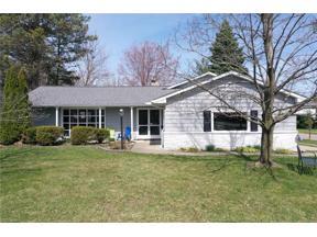 Property for sale at 5461 Harleston Drive, Lyndhurst,  Ohio 44124