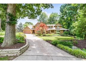 Property for sale at 24 Glen Oaks Lane, Berea,  Ohio 44017