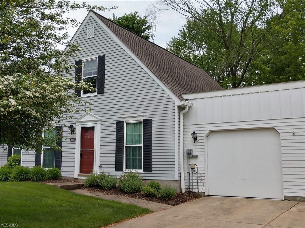 Photo of home for sale at 2225 Heather Lane, Twinsburg OH