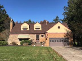Property for sale at 1379 Ridgeview Drive, Seven Hills,  Ohio 44131