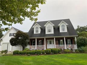 Property for sale at 412 S Stonehaven Drive, Highland Heights,  Ohio 44143