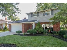 Property for sale at 5745 Sherwood Drive, North Olmsted,  Ohio 44070