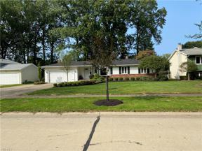 Property for sale at 27970 Gardenia Drive, North Olmsted,  Ohio 44070