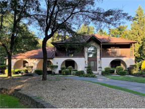 Property for sale at 828 Hardwood Court, Gates Mills,  Ohio 44040