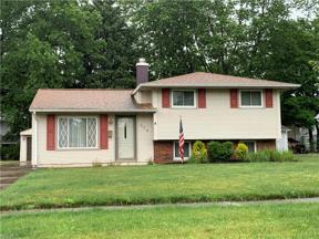 Property for sale at 378 Chestnut Drive, Berea,  Ohio 44017