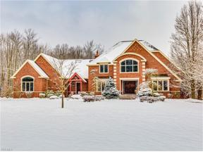 Property for sale at 617 Overlook Drive, Cuyahoga Falls,  Ohio 44223