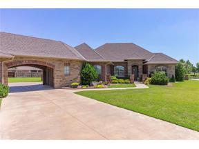 Property for sale at 1501 Redwood Circle, Moore,  Oklahoma 73160