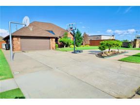 Property for sale at 400 S Ramblin Oaks Drive, Moore,  Oklahoma 73160