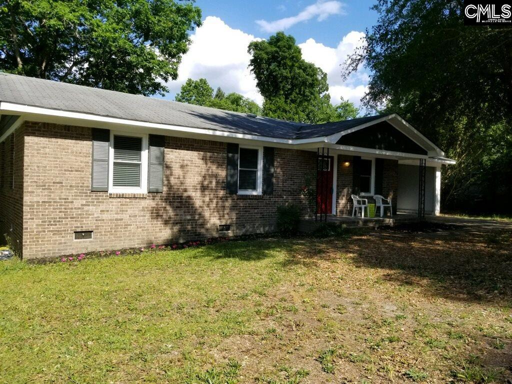 Photo of home for sale at 122 Yorkshire Drive, Lugoff SC
